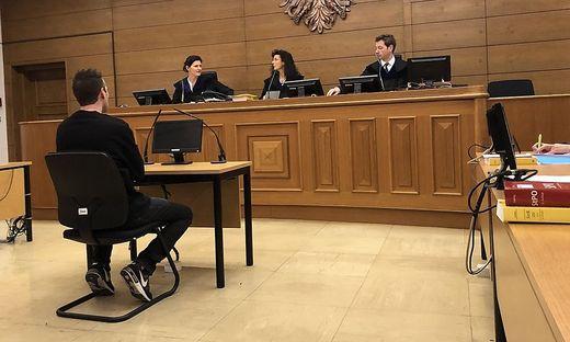 Der Angeklagte sitzt seit 3. Oktober in U-Haft
