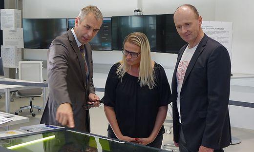 Martin Tschandl, Stadträtin Jenny Baierl und Wolfram Irsa (v. l.)