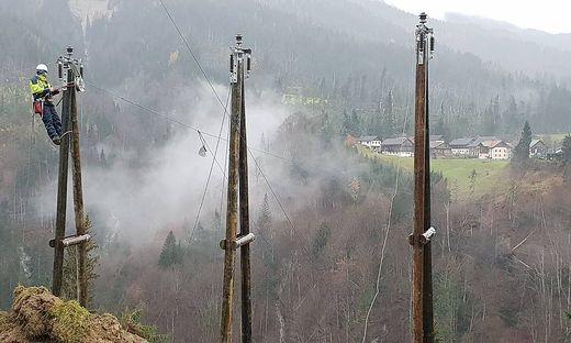 Hunderte Mitarbeiter der Kärnten Netz GmbH. stehen im Einsatz, um alle Haushalte wieder mit Strom zu versorgen