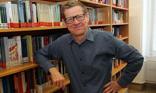 Peter Deibler unterrichtet an einem Gymnasium, ist Gefangenenseelsorger und Autor von zwei Büchern