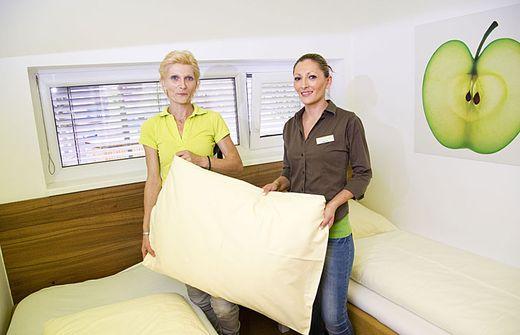 euro im polster versteckt. Black Bedroom Furniture Sets. Home Design Ideas