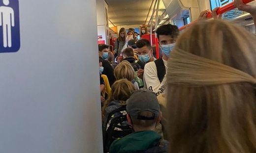 Heftige Bilder von einem vollgestopften Zug auf der Strecke von Bleiburg nach Klagenfurt machen die Runde