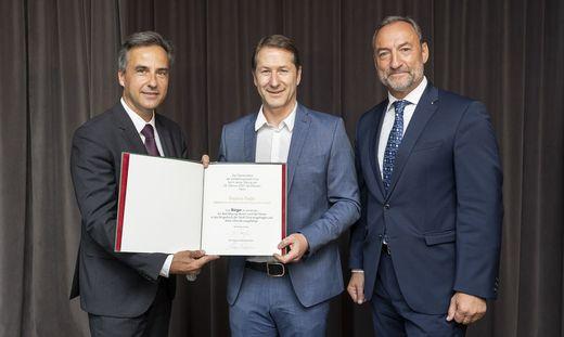 Stolzer Neo-Bürger der Stadt Graz: Franco Foda mit Bürgermeister Siegfried Nagl (l.) und Vizebürgermeister Mario Eustacchio