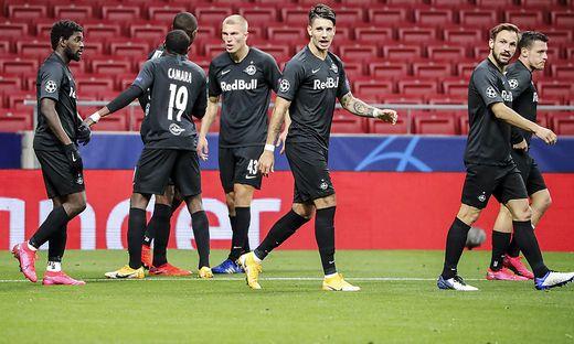 Salzburg spielt gegen Bayern München mit Trauerflor