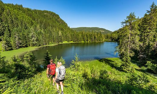 Wanderer können auch am Flattnitzer See Halt machen