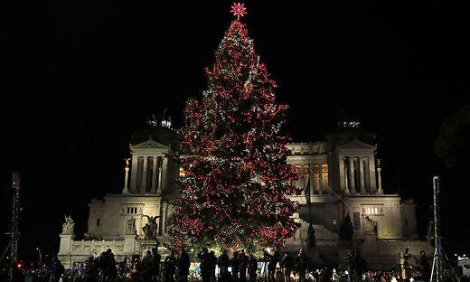 Weihnachtsbaum Ab Wann.376 000 Euro Teuer Netflix Schenkt Rom Einen Luxus Weihnachtsbaum