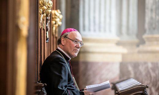 Im Klagenfurter Dom: Bischof Alois Schwarz beim Abschiedsgottesdienst vor seinem Umzug in die Diözese St. Pölten, die er heute leitet