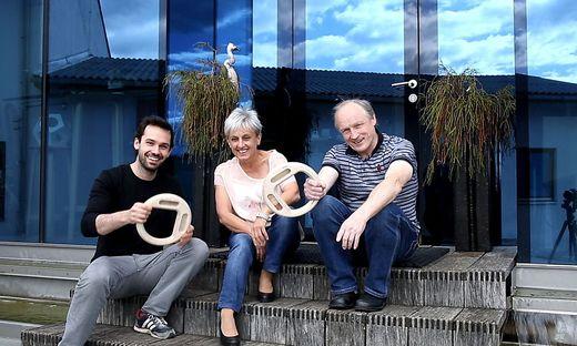 Designer trifft Tischler: Jakob Glasner (links) und die Familie Deutscher