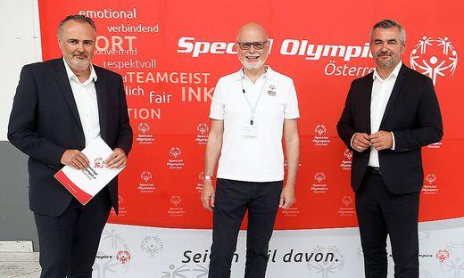 LH Hans Peter Doskozil mit Sportlandesrat Heinrich Dorner (r.) und dem neu gewählten Präsidenten von Special Olympics Austria, Peter Ritter (Mitte).