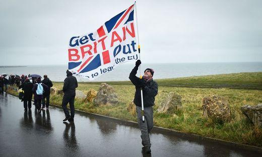 Brexit-Befürworter starteten am Sonntag einen Marsch von Sunderland nach London