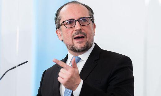 Gefordert in der Fragestunde: Außenminister Alexander Schallenberg (ÖVP)