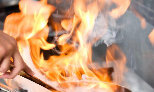 Als die 54-jährige Wohnungsmieterin in die Küche kam, brannte es.