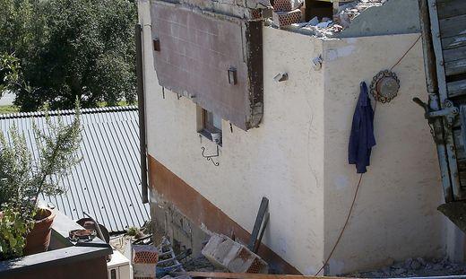 raunach bei feldkirchen balkon st rzte ab ein toter und. Black Bedroom Furniture Sets. Home Design Ideas