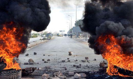 TOPSHOT-TUNISIA-POLITICS-DEMO-UNEMPLOYMENT