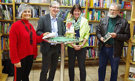 Karin Lang, Hubert Thurnhofer, Petra Bauer (Leitung Stadtbücherei) und Erwin Holzer