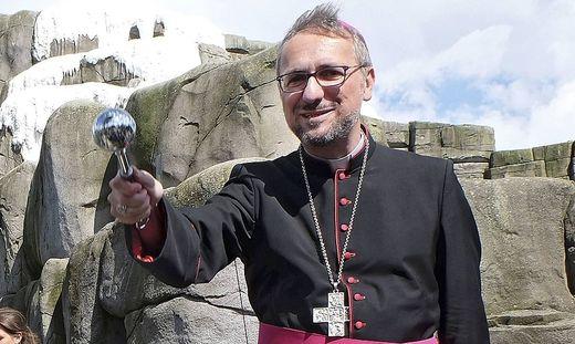 - Der Hamburger Erzbischof Stefan Heße hat Papst Franziskus seinen sofortigen Amtsverzicht angeboten.