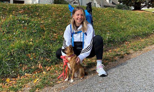 Marie Wasler (29) mit Hündin Kali auf dem Pilgerweg nach Mariazell