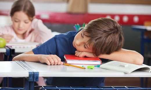 Kind; Schlafen; Schule