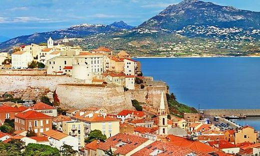 Calvi liegt an der Nordwestküste Korsikas