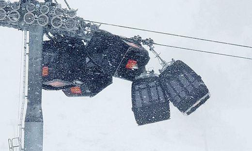 Hochzillertal: Sturm reißt Gondeln mit - Unfall bei Seilbahn