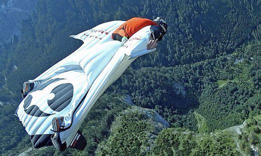 Michael Maili bei einem Flug mit dem Wingsuit. Aus dieser Perspektive sehen ihn nur wenige