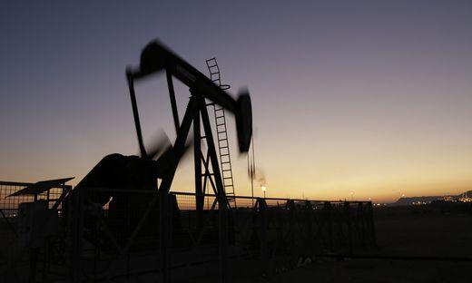 Im Iran soll ein neues gigantisches Ölfeld entdeckt worden sein (Symbolbild)