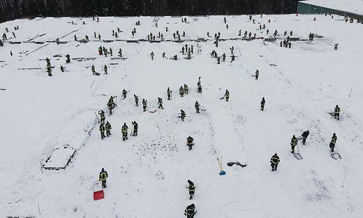 Auch in Oberösterreich kämpfen die Helfer gegen Schneemassen