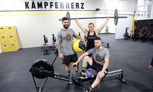 Petrik (links) mit Trainern Lissy Stefaner und Manuel Trattnig