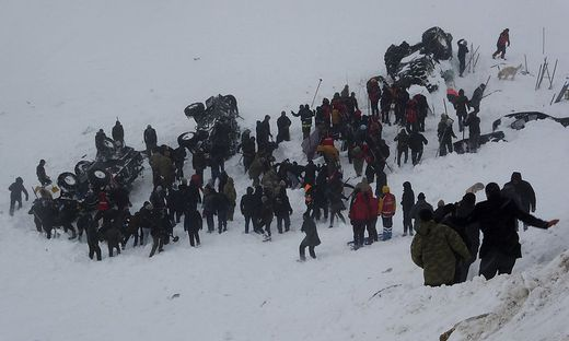 Bei den Unglücken am Dienstag und Mittwoch in Bahcesaray in der Provinz Van wurden demnach außerdem 84 Menschen verletzt