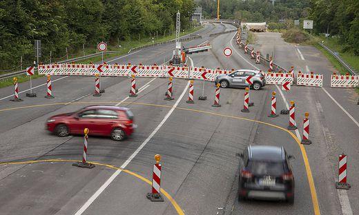 Umdrehen bitte: Die Salzbachtalbrücke (Rhein-Main-Gebiet) ist eine der vielen kaputten Brücken