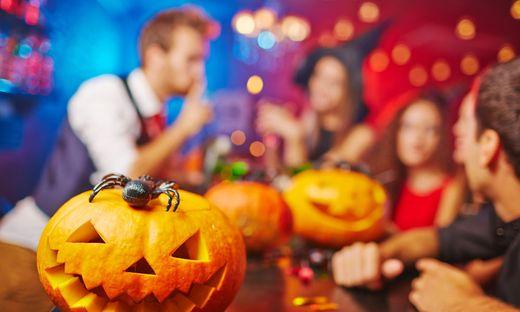 Eine Razzia bei einer Halloween-Party hat jetzt weitreichende Folgen
