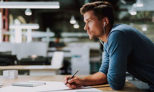 39 Prozent der Studierenden fühlen sich überhaupt nicht bzw. eher nicht mit vielen Menschen an der FH eng verbunden