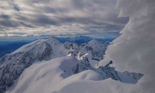 Heute Schnee und Graupelschauer, an der Nordsee Sturmböen