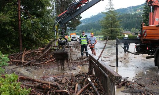 Hilfskräfte beim Aufräumen in Kainach bei Voitsberg