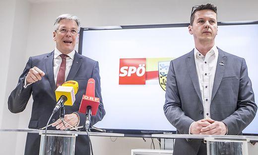 Kaiser (links) bei der Pressekonferenz am Donnerstag
