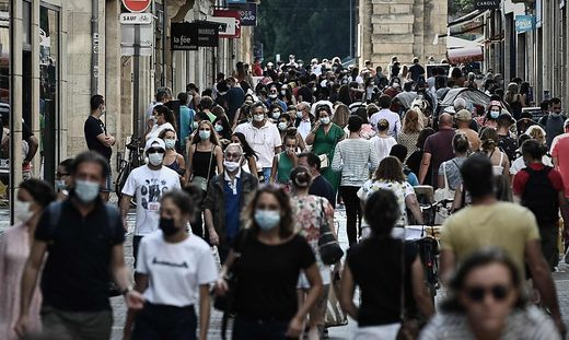 Auf dem französischen Festland breite sich das Virus weiter exponentiell aus