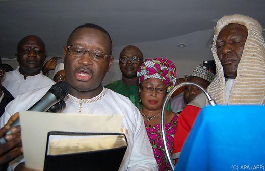 Oppositionskandidat als neuer Präsident in Sierra Leone vereidigt