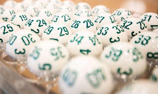 Mit den Zahlen 2, 15, 23, 28, 33, 34 wurde der Fünffachjackpot geknackt