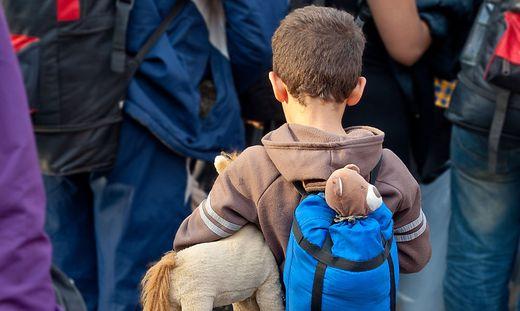 Unzählige Kinder und Jugendliche wurden alleine auf den Weg nach Europa geschickt. Hier entscheidet sich ihr Schicksal