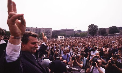 Freiheitsheld Lech Walesa bei den ersten freien Wahlen in Polen 1989