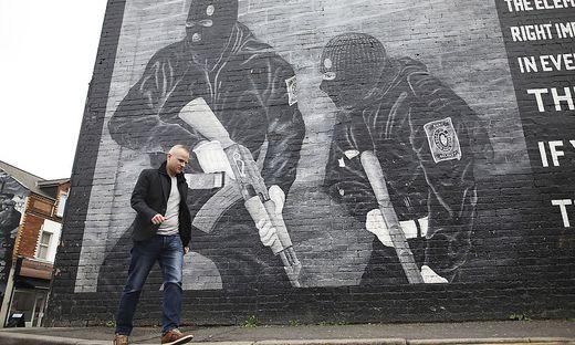 Ein Wand in Belfast erinnert an den Konflikt