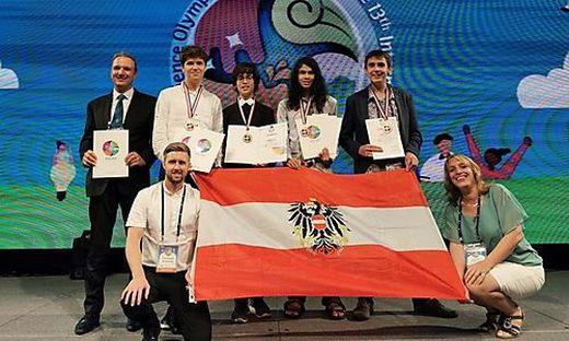 Österreichs Delegation: Michael Lukas, Steiner, Ogris, Gaskin, Hutze (hinten von links), Wintschnig und Kirsten von Elverfeldt (vorne)