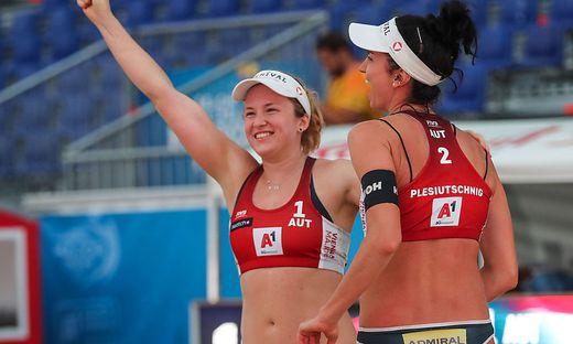 Katharina Schützenhöfer (links) und Lena Plesiutschnig nehmen an der Beachvolleyball-EM in Lettland teil