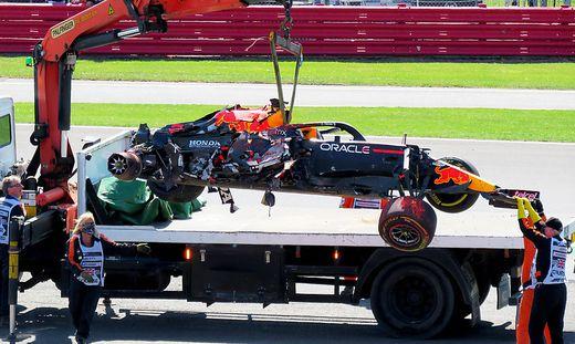 Beim Grand Prix von Silverstone krachte Max Verstappen nach einer Berührung mit Lewis Hamilton mit 51G in den Reifenstapel