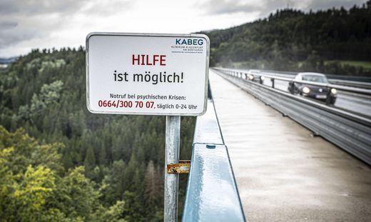 Suizid Hilfe Schild Bruecke September 2019
