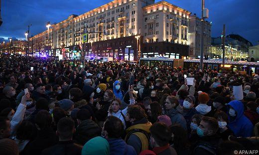 Tausende Menschen gingen am Mittwoch für Nawalnys Freilassung auf die Straße