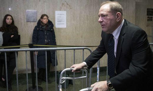 Harvey Weinstein auf dem Weg in den Gerichtssaal