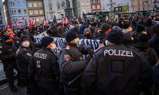 Rechte gegen Linke bei Demo gegen Corona-Maßnahmen in Graz