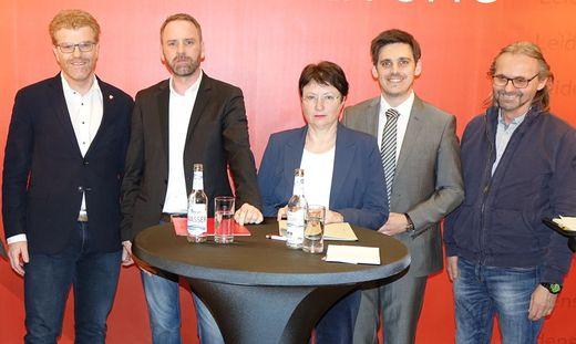 Uneins in Sachen Plakatwerbung sind die Parteien in Knittelfeld. Im Bild: Harald Bergmann (SPÖ), Rene Jäger (ÖVP), Renate Pacher (KPÖ), Dominik Modre (FPÖ), Manfred Skoff (Grüne), hier bei einer Diskussion zur Gemeinderatswahl