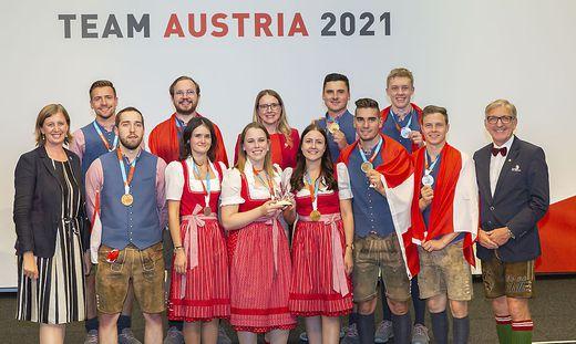 Wirtschaftslandesrätin Barbara Eibinger-Miedl, Wirtschaftsministerin Margarete Schramböck und WKO Steiermark Präsident Josef Herk gratulieren den steirischen Medaillengewinnern